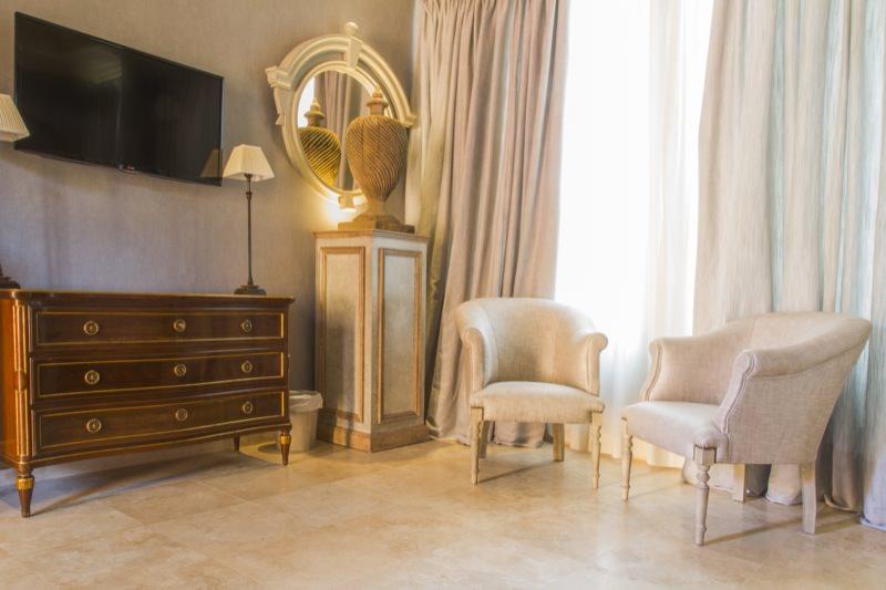https://casadelpoeta.es/wp-content/uploads/2014/12/Hotel-boutique-Sevilla-dlux_MG_5948-OK.jpg