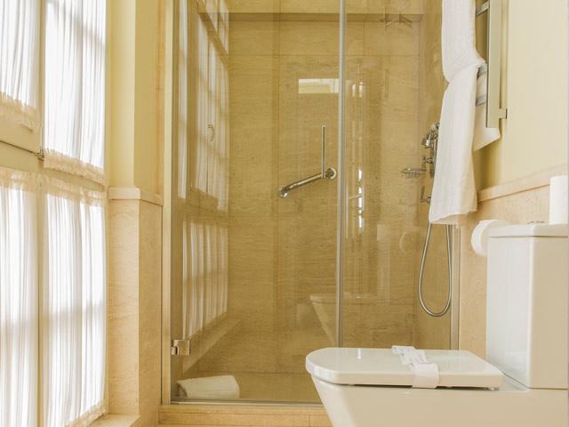 https://casadelpoeta.es/wp-content/uploads/2014/12/hotel-boutique-bano-suite.jpg
