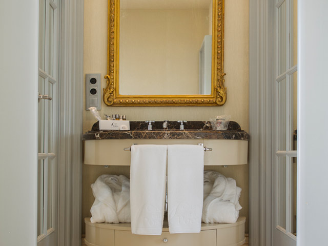 https://casadelpoeta.es/wp-content/uploads/2014/12/hotel-boutique-bano-suite1.jpg