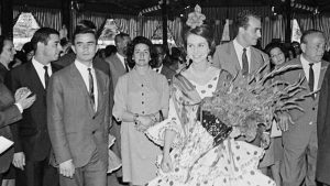 reina de españa vestida de flamenca