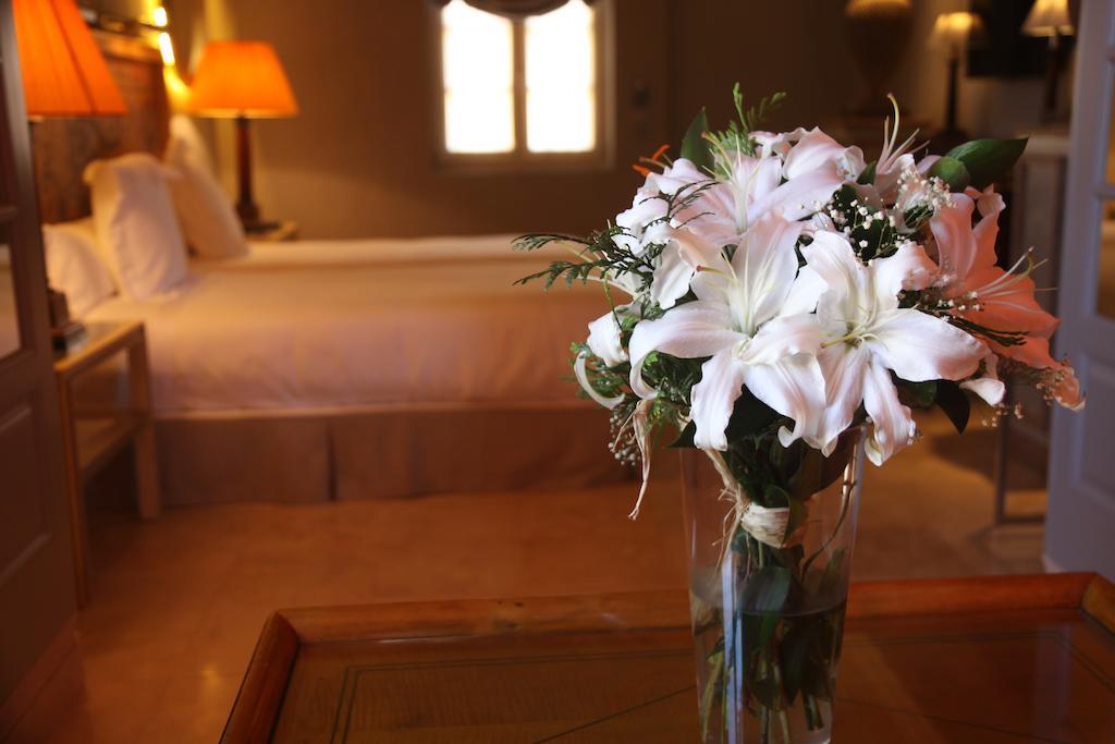 https://casadelpoeta.es/wp-content/uploads/2018/07/suite-casa-del-poeta-boutique-flower.jpg